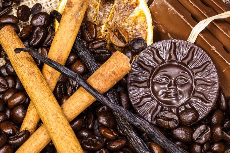 שוקולד, קפה, קינמון ומקלות וניל