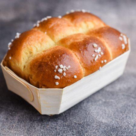 בריוש-צרפתי-עם-גבישי-סוכר-ווניל